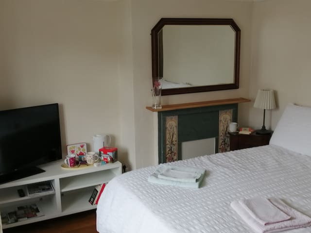 City Centre ground floor bedroom with ensuite!