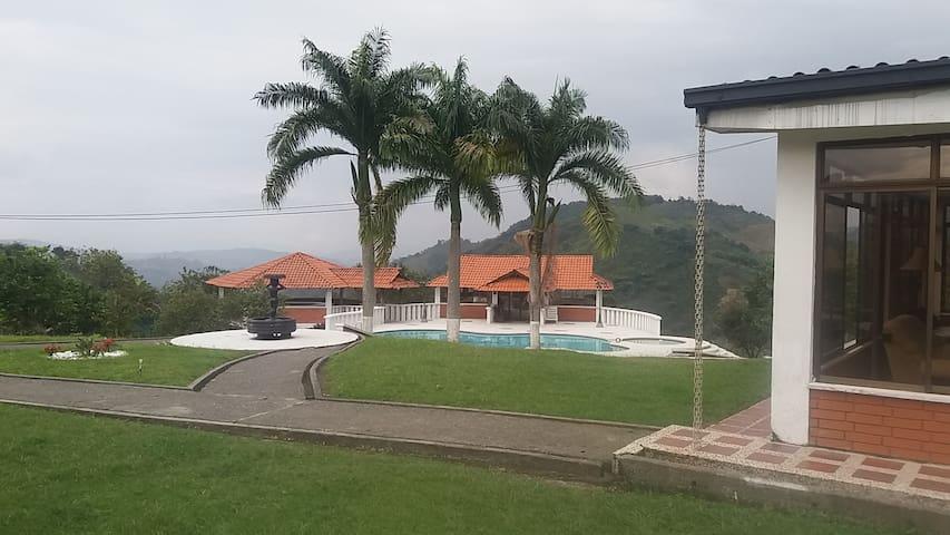 Hostal Don Bernardo - Santa Rosa de Cabal - 호스텔
