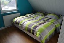 Großes Doppelbett 2,00m x 1,80m