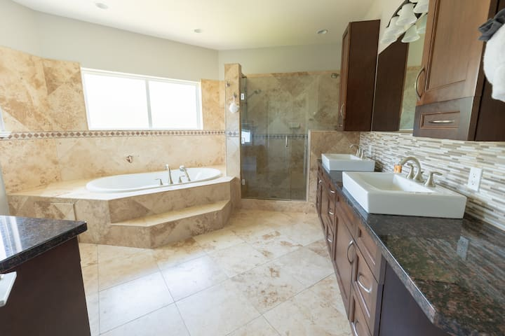 MASTER BEDROOM 1 - HIS & HERS FULL WASHROOM WITH JACUZZI VIEW
