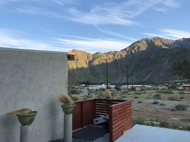 Palm Springs studio only 10 mins to downtown