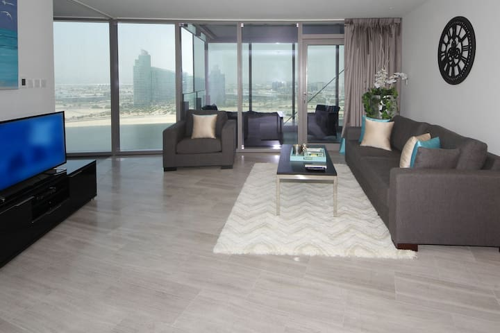 SIGNATURE HOLIDAY HOMES- LUXURY 1 BEDROOM APARTMENT, D1 RESIDENCES (1602)