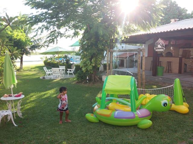 Alugo  linda casa com 5 qts e piscina