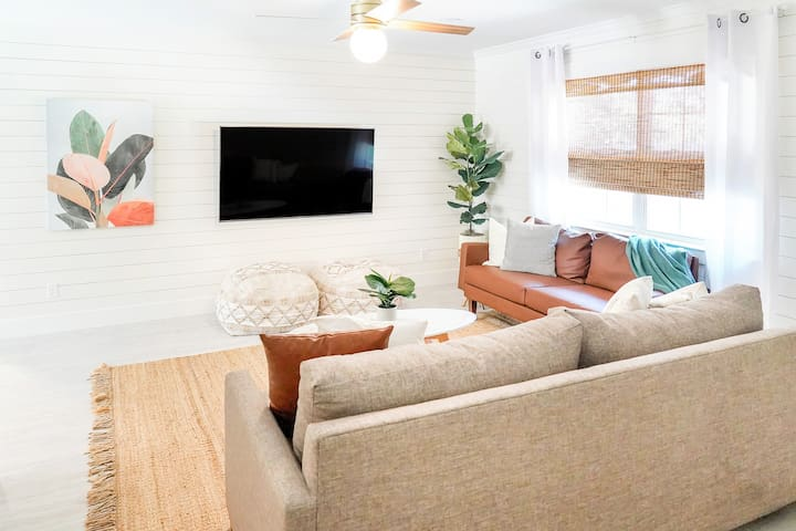 Living Room Area with 4k HDTV