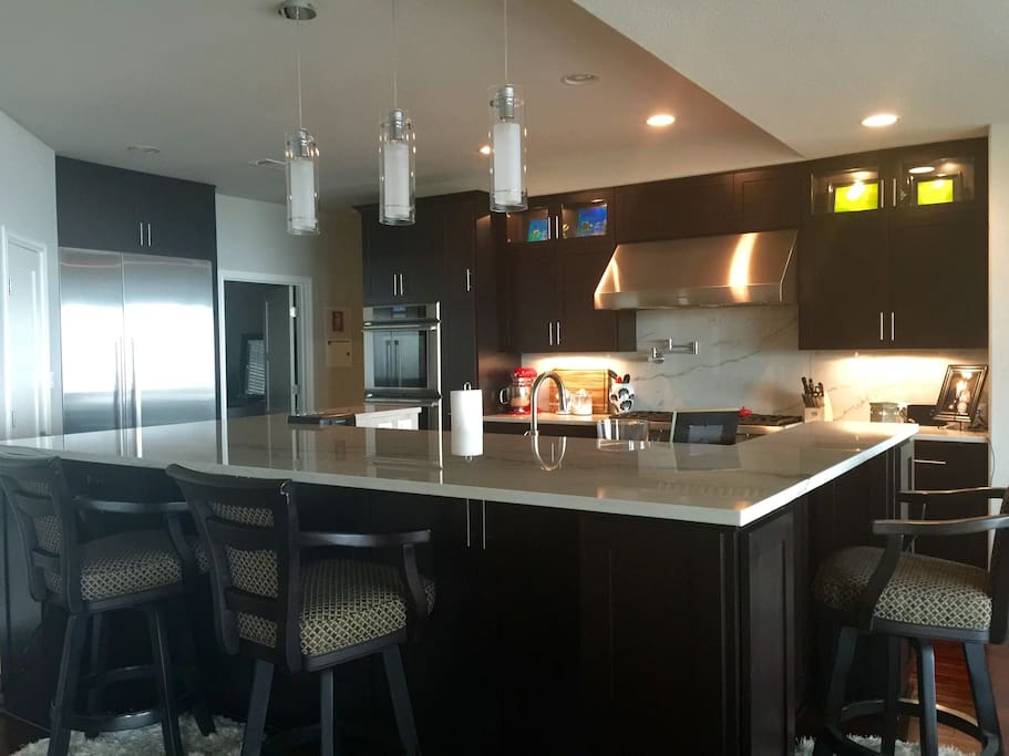 Full Size Gourmet Kitchen (plus outdoor grill)
