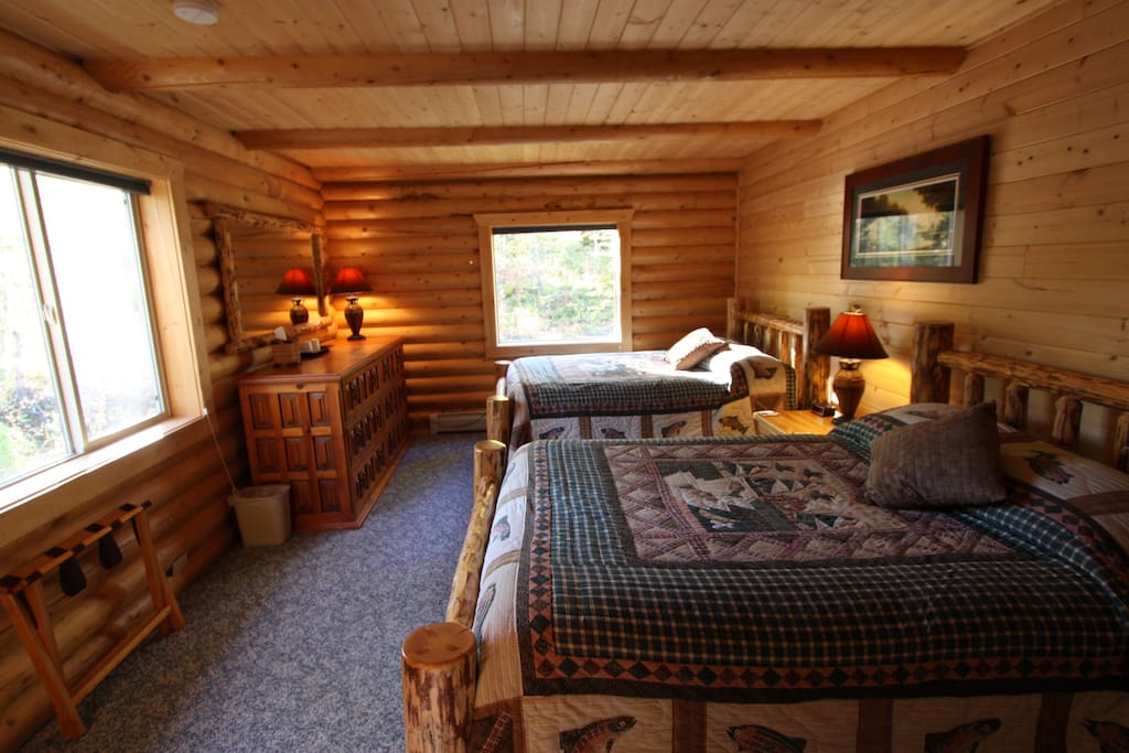 Each Mt. Cecil bedroom has two full or two queen beds and its own private bathroom.
