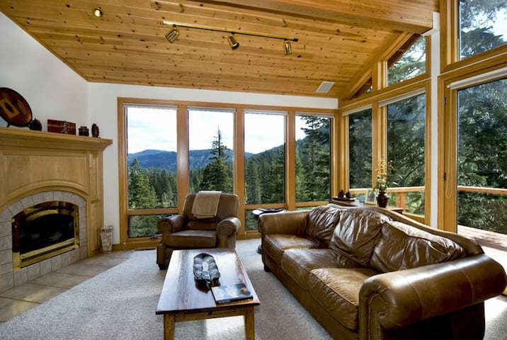 Eagles - 5BR, Pool Table, Hot Tub, & Amazing Views - Olympic Valley - House