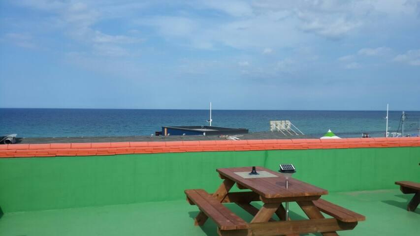 오션뷰 옥상, 테이블 - 강문민박 104호 -경포 옆 강문해변 50m