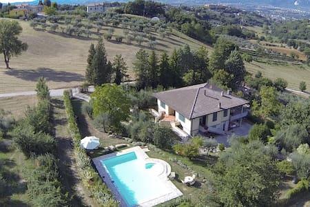 Villa Mafalda Terni - Terni - Huvila