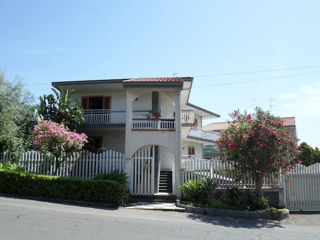 Appartamento con vista Etna e mare - Acireale - Byt