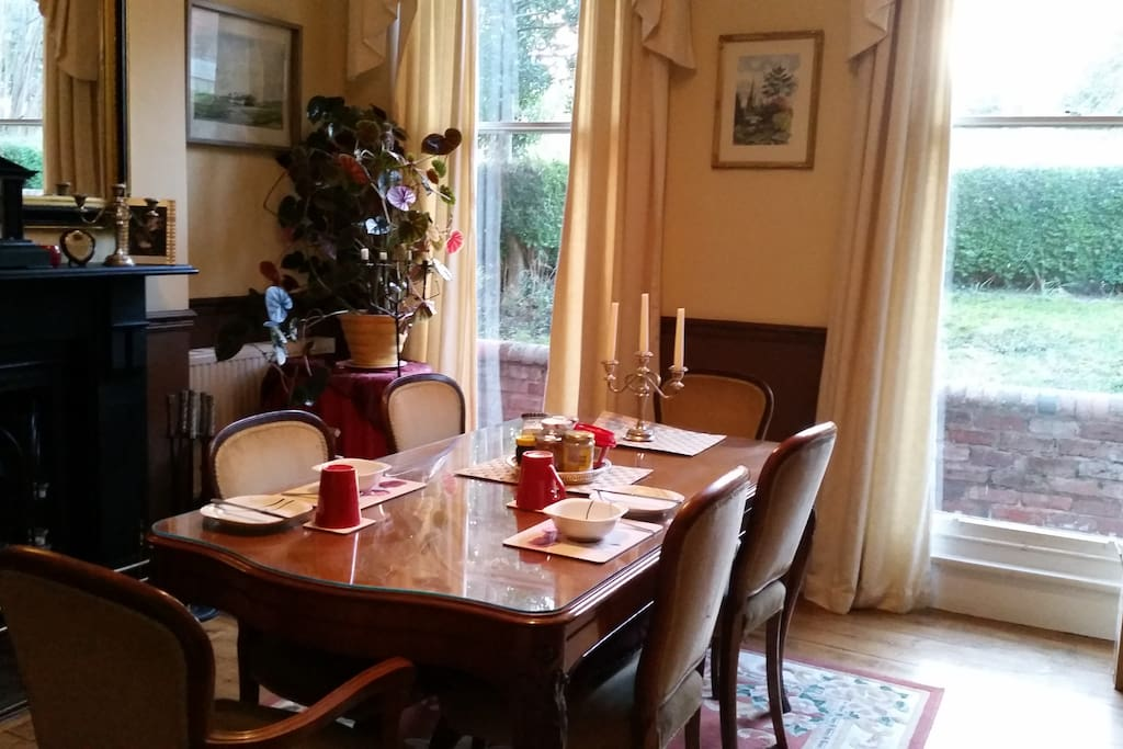 Dining room available for guest use.  Bring home your takeaway.