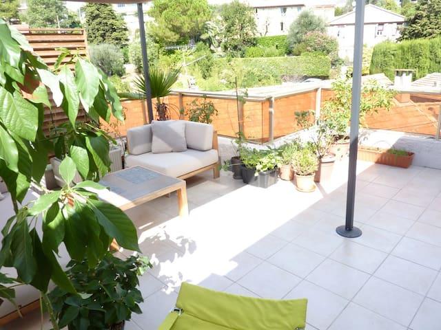 Lovely flat w.terrace 10min Cannes