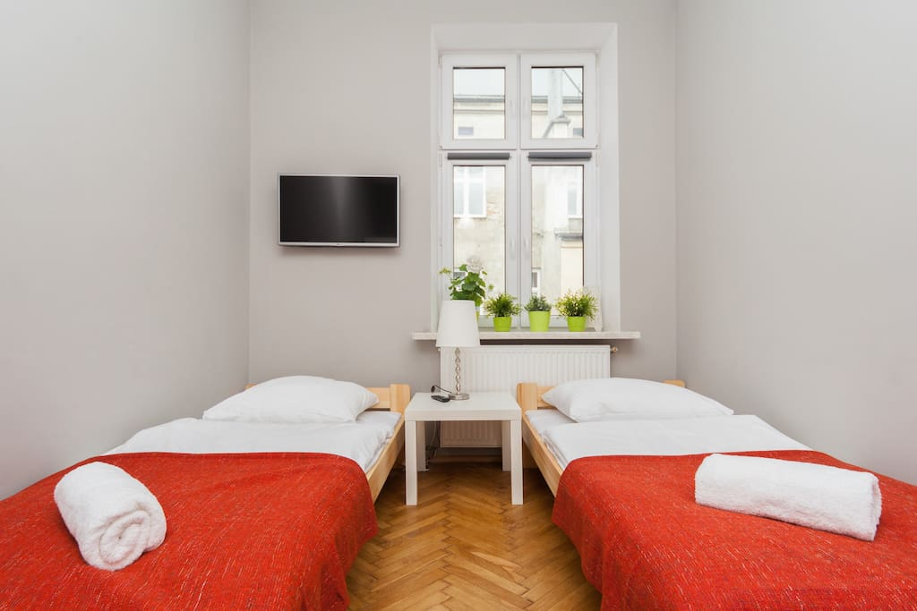 3 x bedrooms with 4 single beds