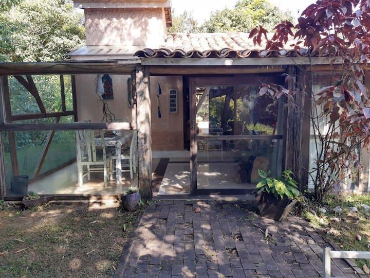 Casa rústica beira  rio Guararema-Sta Branca wi-fi