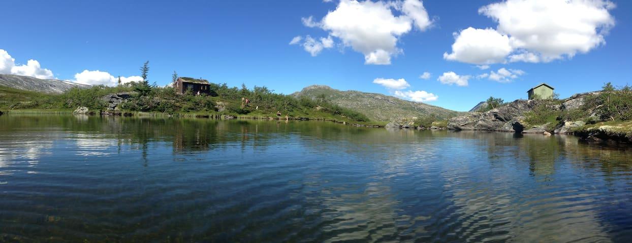 Picturesque mountain cabin