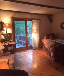 historic horse farm on Geo.Wash. Mgt. area - Burrillville - Bed & Breakfast