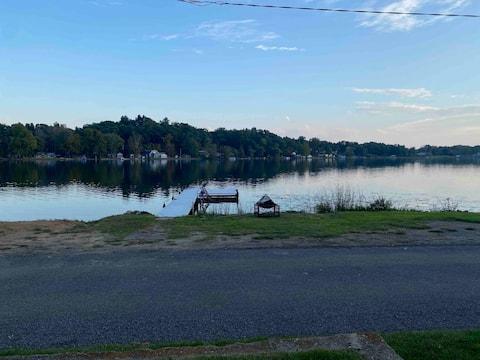 Laurabelle Lake House - Lakefront & Dog friendly