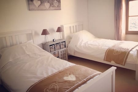Twin room in Castillonais vineyards - Saint-Magne-de-Castillon