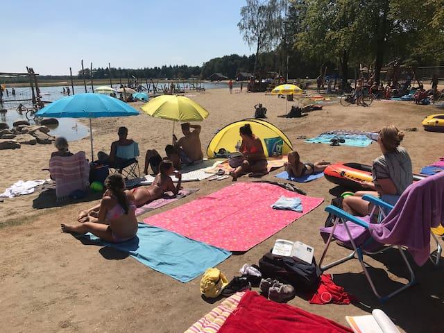 Strand en meer op de camping