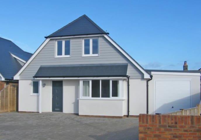 Brand New Beach House with garage Bracklesham Bay
