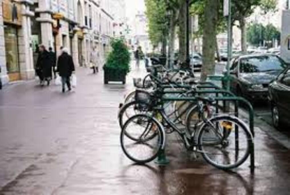 au cœur de la ville et 1 minute de la station qui vous amène à Paris en 20 minutes
