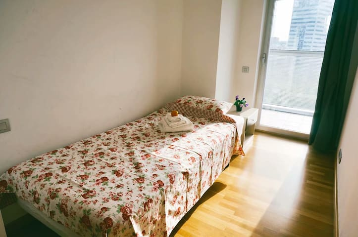 Room for 1P in modern apartment ,cozy&convenient