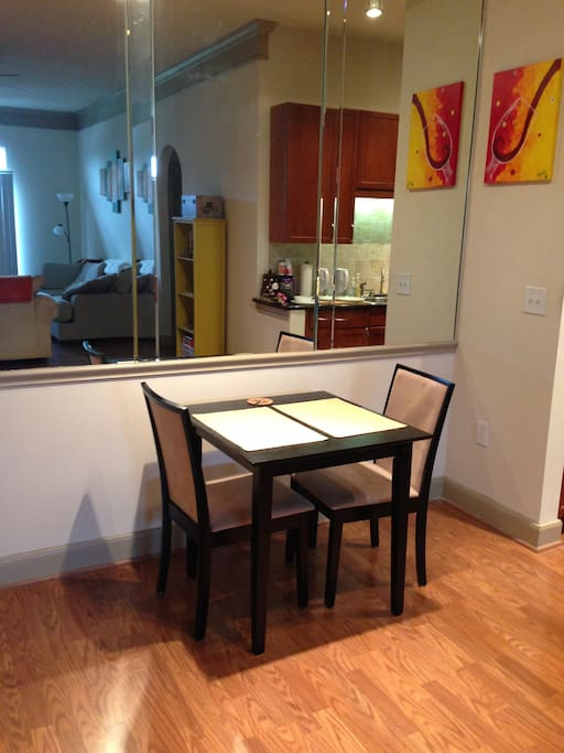 Dining area w/breakfast table