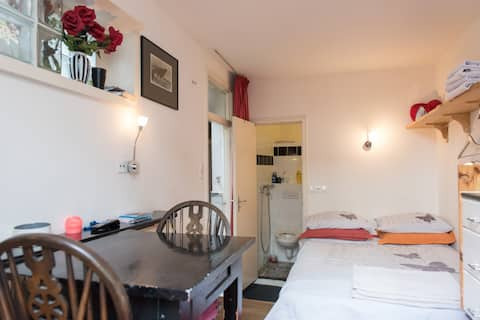 Nice room, ground floor, close to the City Centre