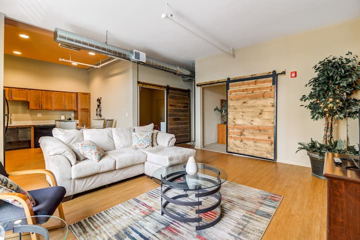 Modern 2 Bed Loft★Lux Amenities★Clean★ Free2Park