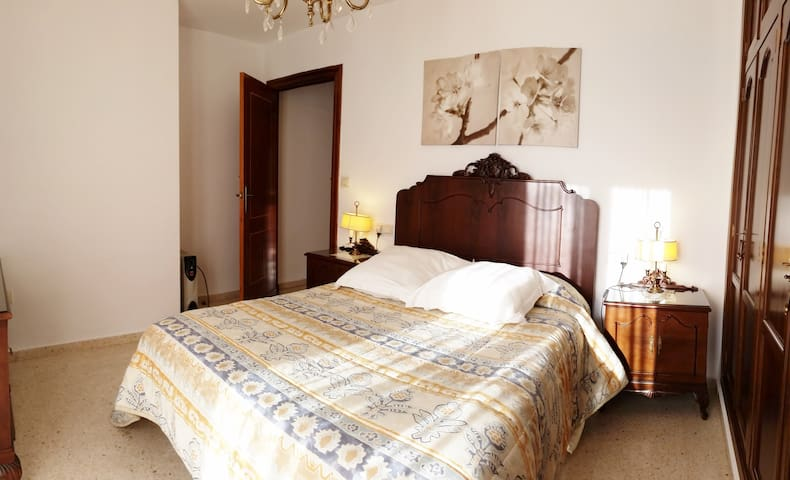 Roomy Apartment in downtown - Ronda - Leilighet