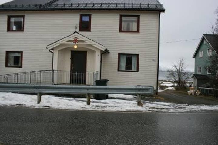 Hennes Sanitetshus - Hennes - บ้านพักตากอากาศ