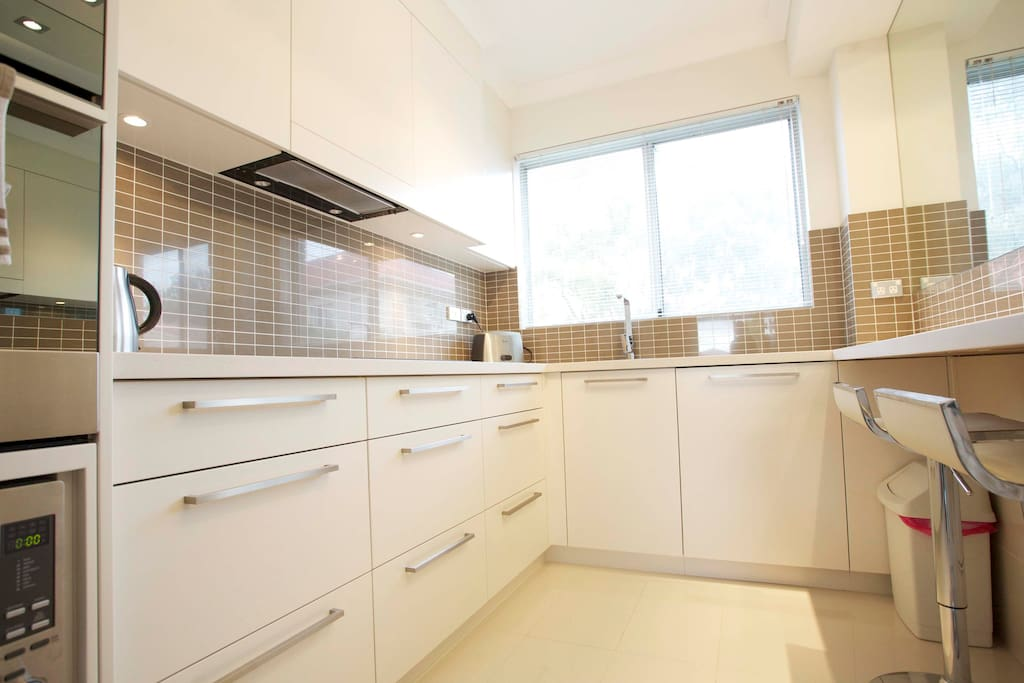 Kitchen - also includes full-length pantry cupboards and breakfast bench
