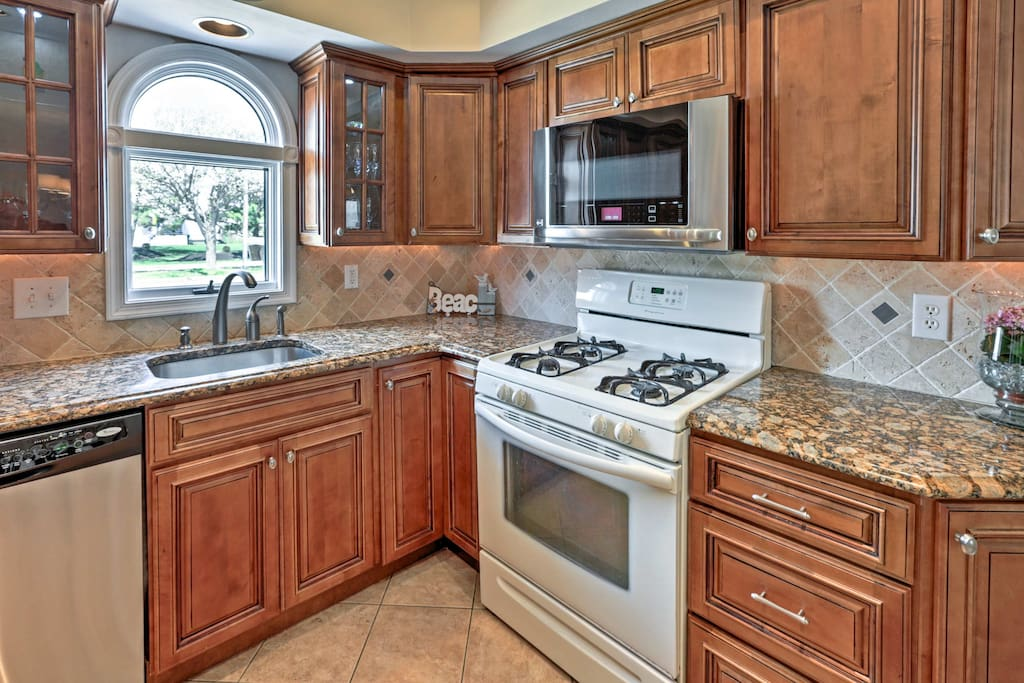 This abode offers 3 bedrooms, 2.5 baths, a fully equipped kitchen, and more!
