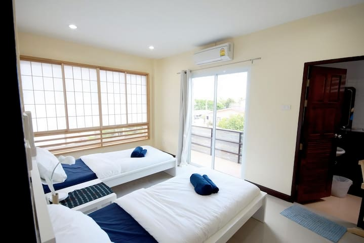 201, 2-Single Beds with Balcony