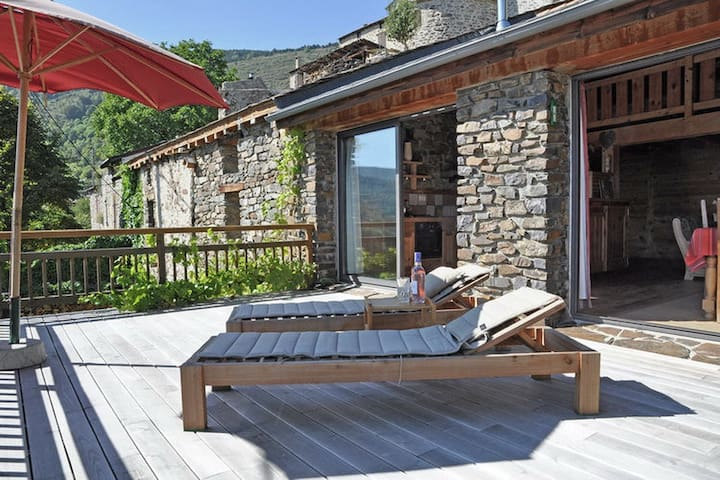 Stone House w/ terrace & view - Ayguatebia Talau - House