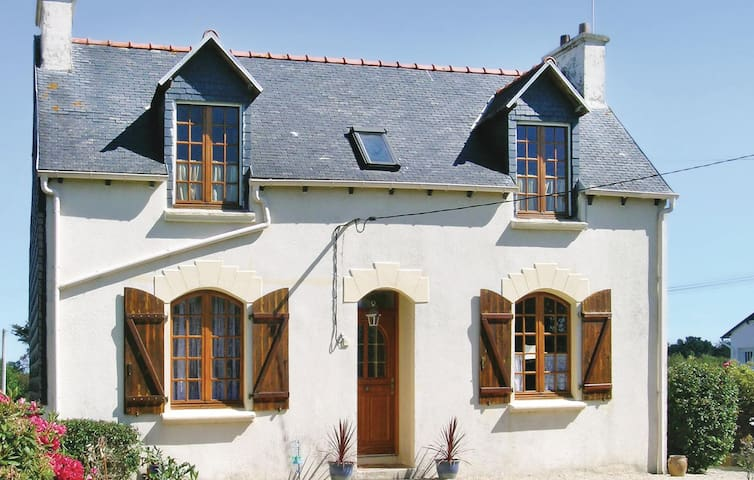 Holiday cottage with 3 bedrooms on 100 m² in Pleubian