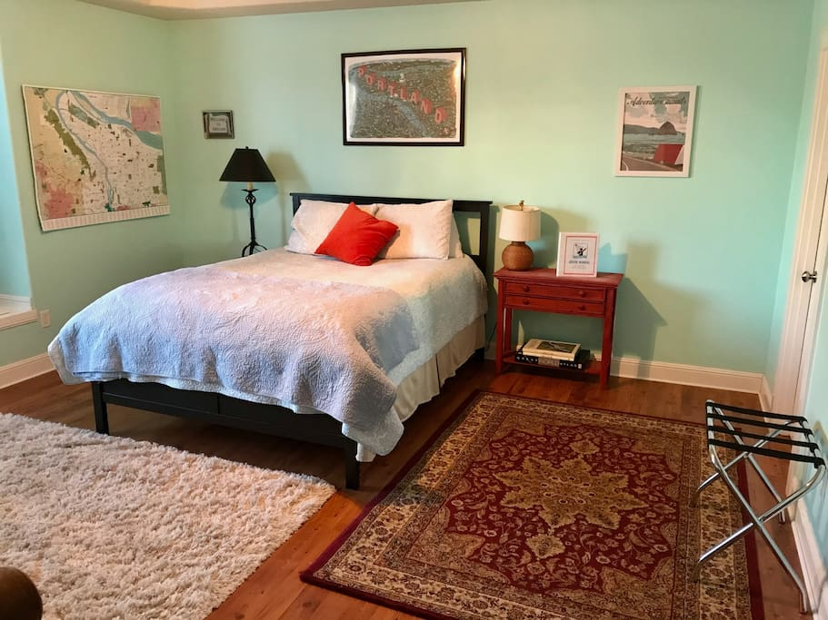 You'll have plenty of room to relax in the huge master suite with a queen sized bed and lots of space.