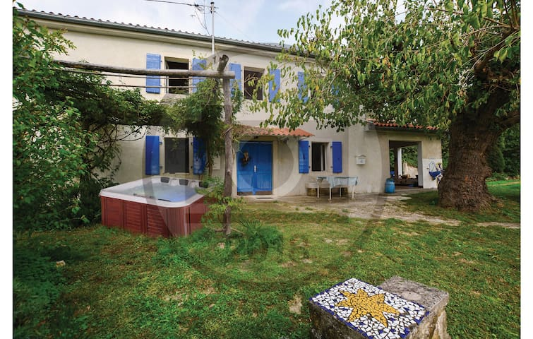 Holiday cottage with 3 bedrooms on 80 m² in Secovlje
