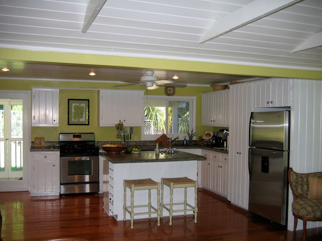 Birdpepper & Goatpepper Cottages - Green Turtle Cay