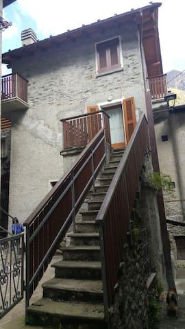 Deliziosa casetta nel borgo - Torre di Santa Maria - House