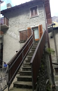 Deliziosa casetta nel borgo - Torre di Santa Maria - Huis