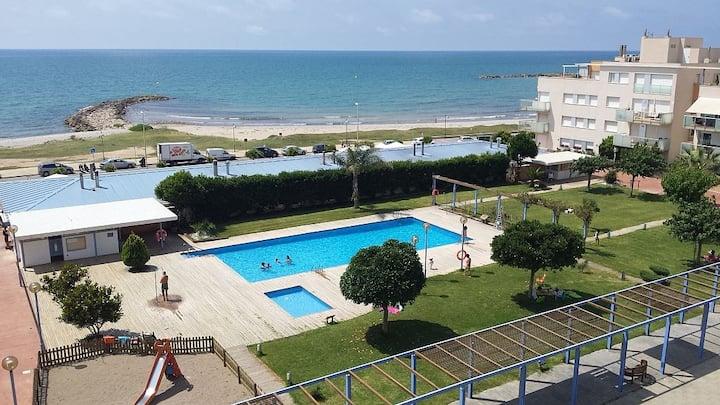 Wonderful beachfront apartment with pool