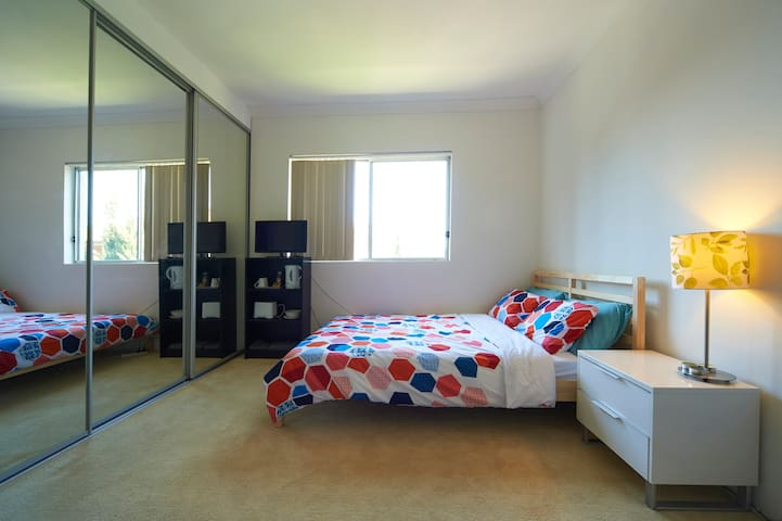 Private Ensuite Room Near Station - Carlton - Apartment
