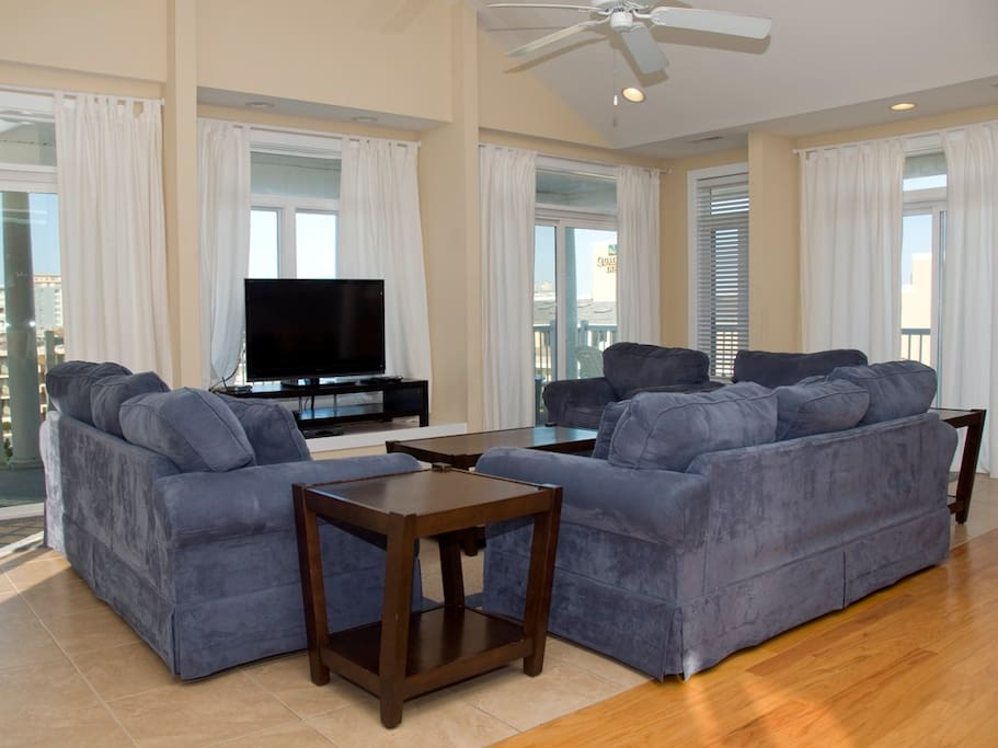 Key Largo, 403 - Living Room Area