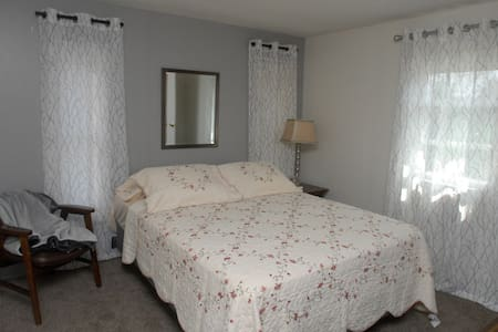 Private room At GRAMMY,S SLEEPING ROOMS - Beckley - Casa