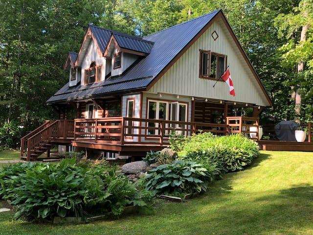 Fabulous All Season Log House