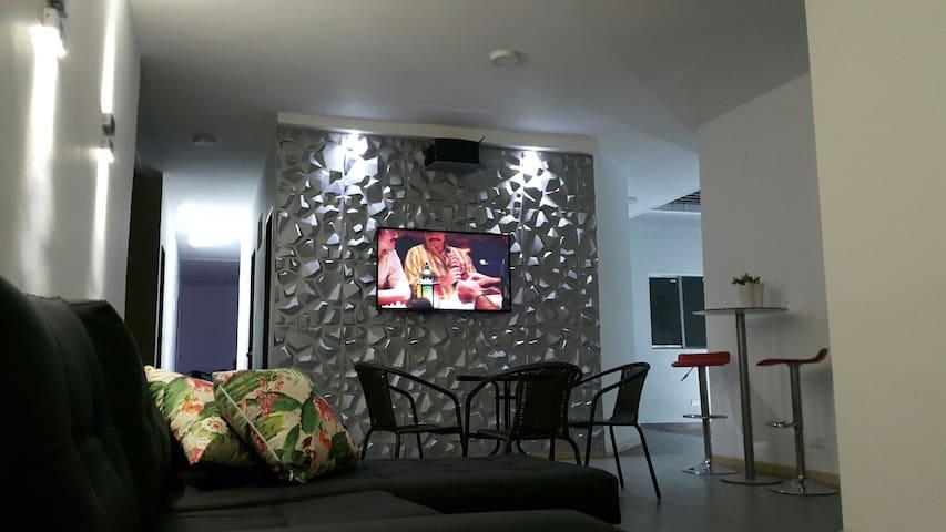 New room and turkish steam bath - Medellín - Hus