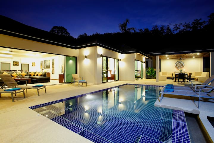 ONYX VILLA: 4 Bedrooms, Pool, Near Beach, Sleeps 8