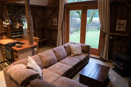 Cozy cabin on Saltspring Island - Salt Spring Island - Cabin