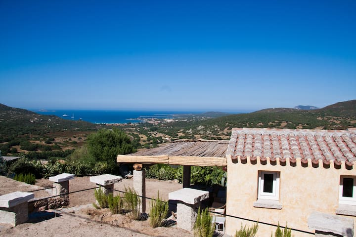 Fantastic little villa in green overlooking thesea - Golfo Aranci - Vila